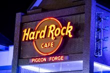 Designers of the space specified woven wire mesh to serve as a modern backdrop to the familiar Hard Rock Café logo featured on the exterior sign.